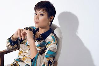 Thanh Hương mặc vest không nội y