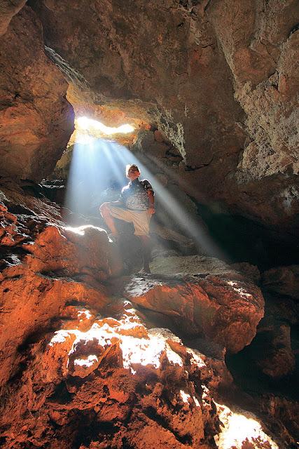 Cahaya dari mulut gua Kristal Kupang