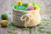 http://olives-n-okra.com/diy-easter-basket-free-crochet-pattern/