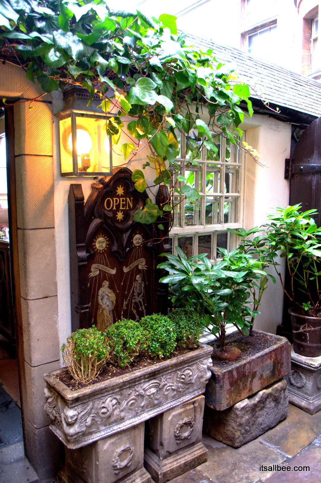 Witchery in Edinburgh - The Witchery by the Castle