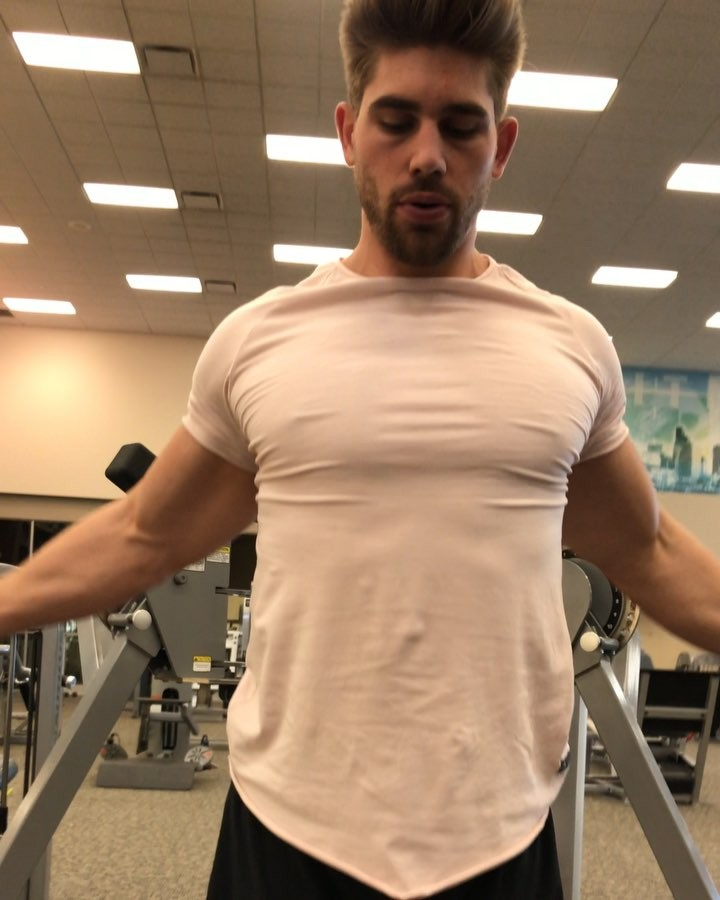 sexy-gym-guys-big-chest-muscle-tshirt-hunk-working-out
