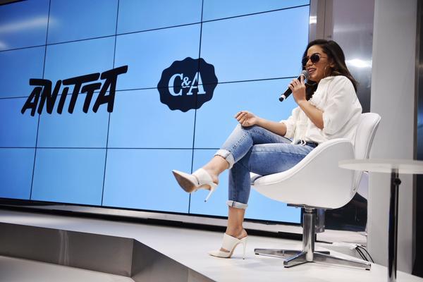 Anitta lança clipe na C A do Center Norte 6ed3626e74