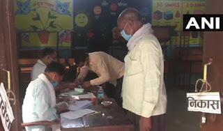 उत्तर प्रदेश में पंचायत चुनाव का पहला दौर, बड़ी संख्या में वोट देने पहुंचे लोग | #NayaSaberaNetwork