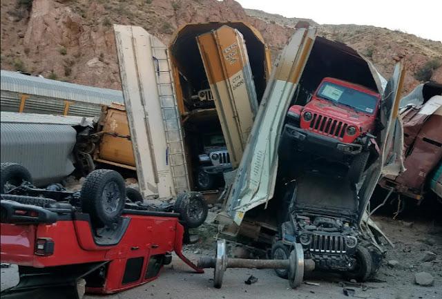 Крушение поезда, новых джипов, Chevys и GMC превратились в металлолом