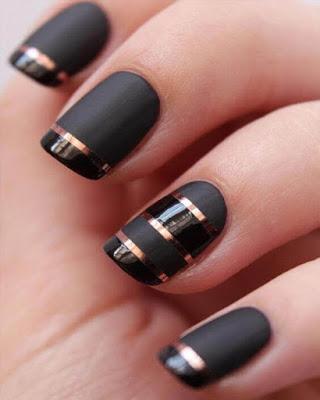 diseño de uñas a rayas negro mate tumblr