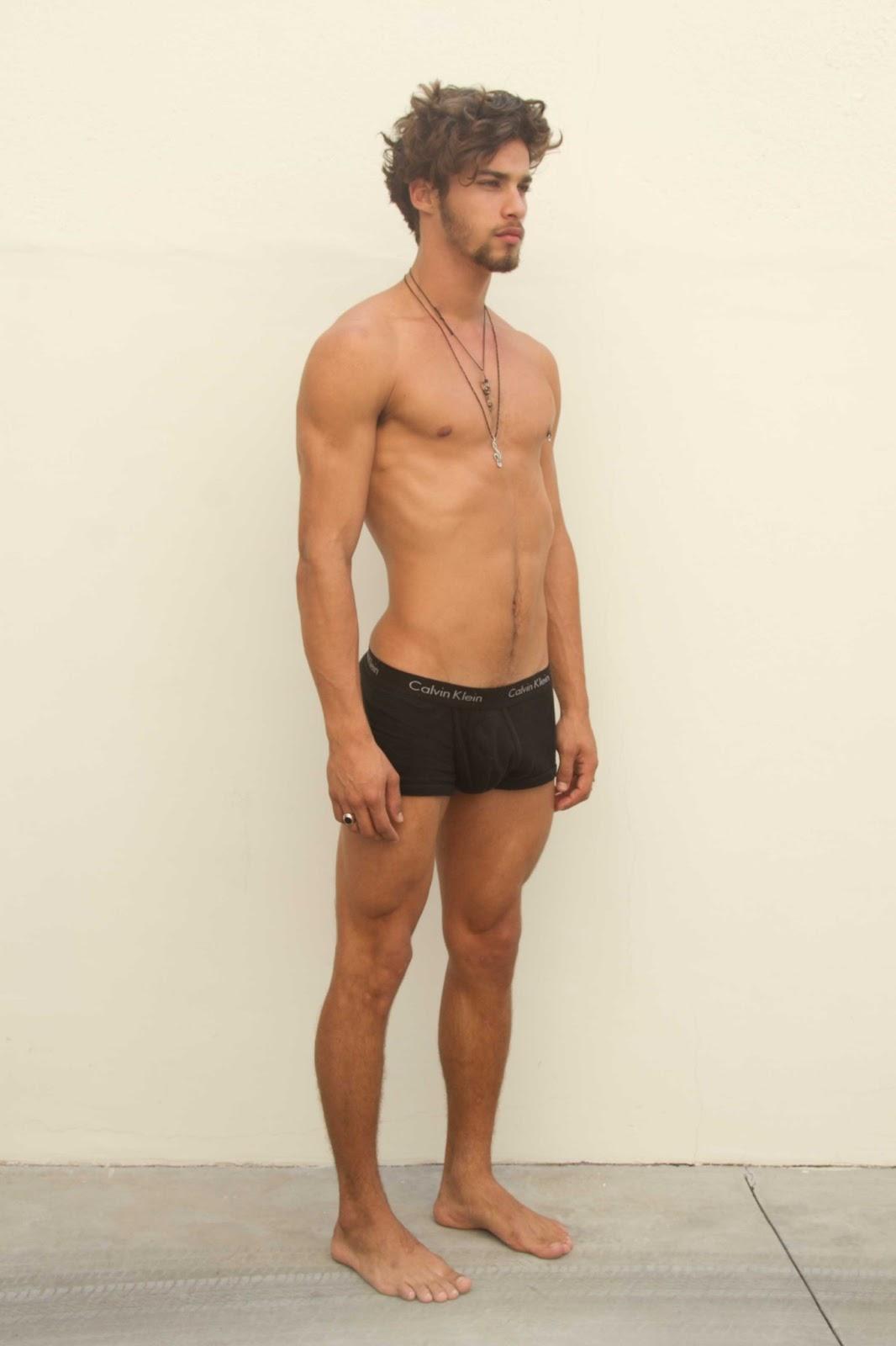 Pablo-Morais-pelado-bunda-de-fora-pentelhos-nu-ator-modelo-internacional-12