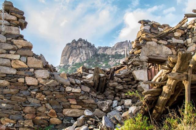 قرية سعودية مهجورة يعود تاريخها لأكثر من 500 عام.. لماذا هجرها أهلها؟