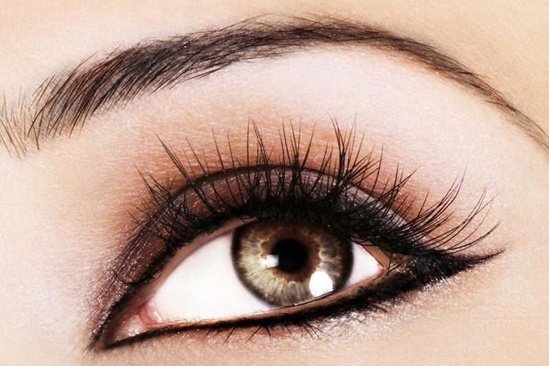 4 Makeup Tricks To Make Your Eyes Pop