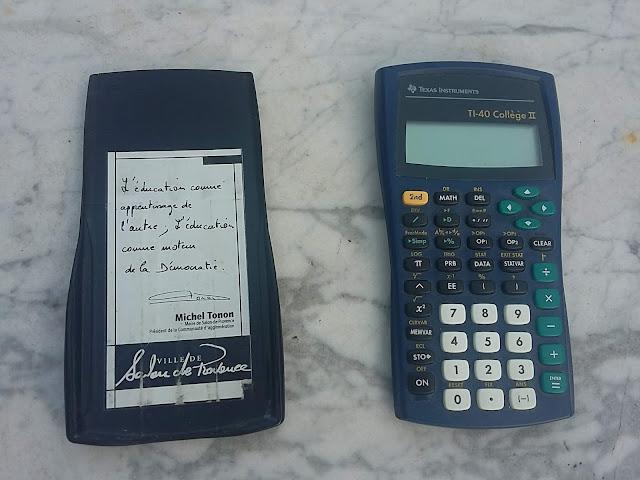Calculatrice TI-40 Collège II et sa coque