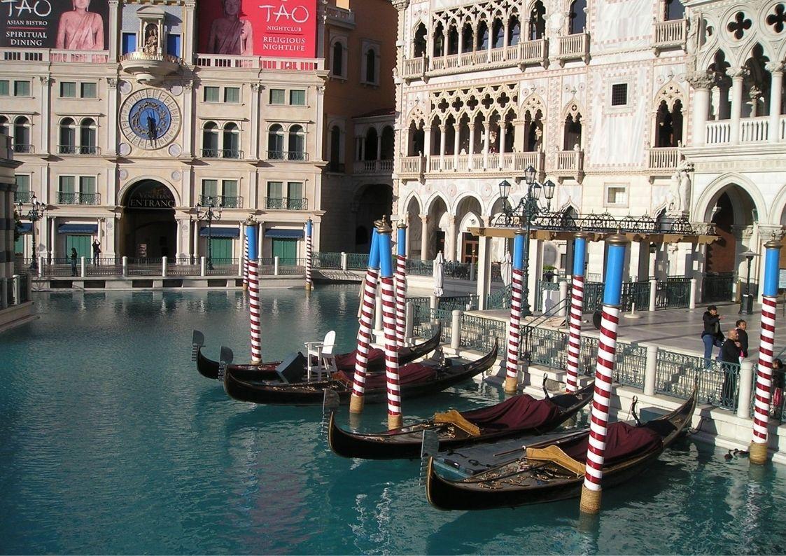Las Vegas for the Less Adventurous, vegas gondolas