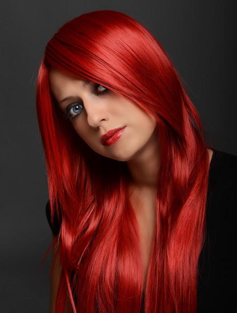 Comment éliminer la couleur rouge des cheveux sans décoloration chimique ou sans les maltraiter