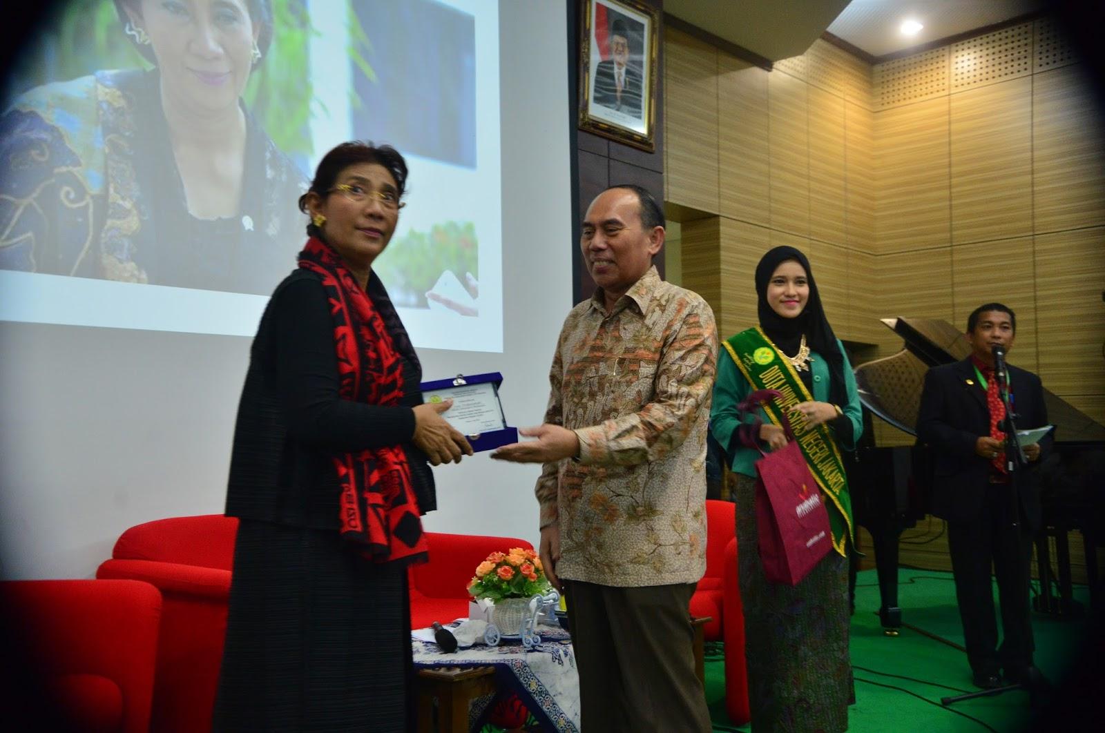 Seminar Nasional Meningkatkan Kualitas Sumber Daya Manusia Dalam Era Masyarakat Ekonomi Asean