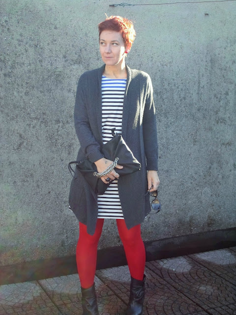 Fall look. Striped dress, grey cardigan, red tights and edgy wedge booties || Funky Jungle, mindful fashion & personal style blog