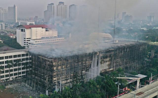 Eks Jubir Jokowi Sebut Gedung Kejaksaan Memang Sengaja Dibakar