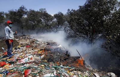 5 Bahaya Menghirup Asap Sampah dan Racunnya 350 kali lebih berbahaya dari Asap Rokok5 Bahaya Menghirup Asap Sampah dan Racunnya 350 kali lebih berbahaya dari Asap Rokok