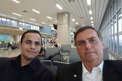 Facebook aponta Tércio Arnaud Tomaz  assessor de Bolsonaro como disseminar das fakes news