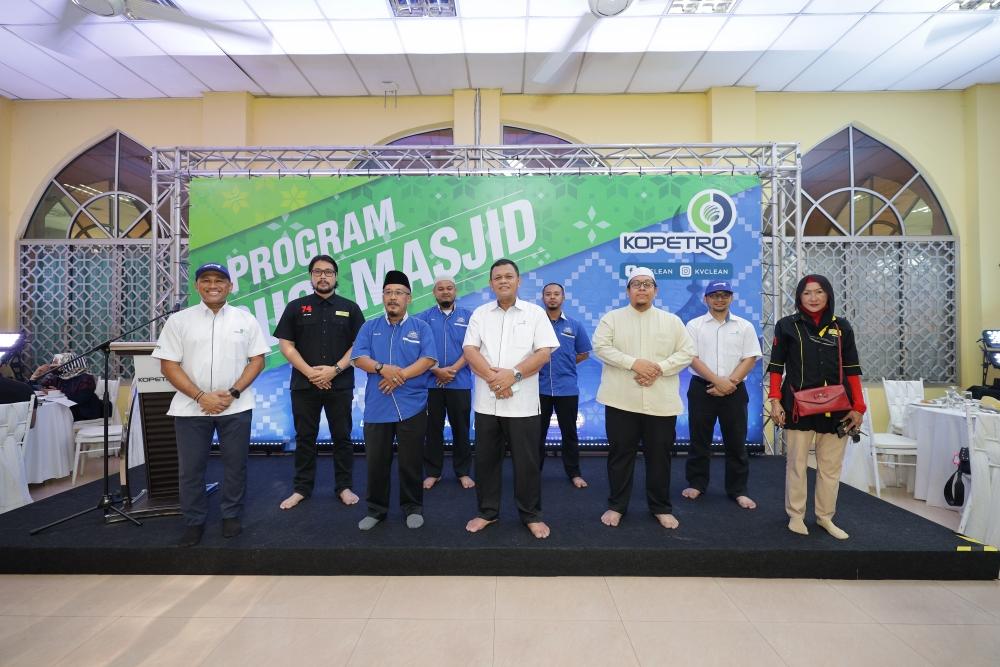 Program Cuci Masjid, KOPETRO, Seniman, Persatuan Seniman Malaysia, Koperasi Kakitangan PETRONAS Berhad, Ramadan, Tanggungjawab Sosial Korporat, Rawlins GLAM, Rawlins Lifestyle, Disinfeksi, Sanitasi, KVCLEAN