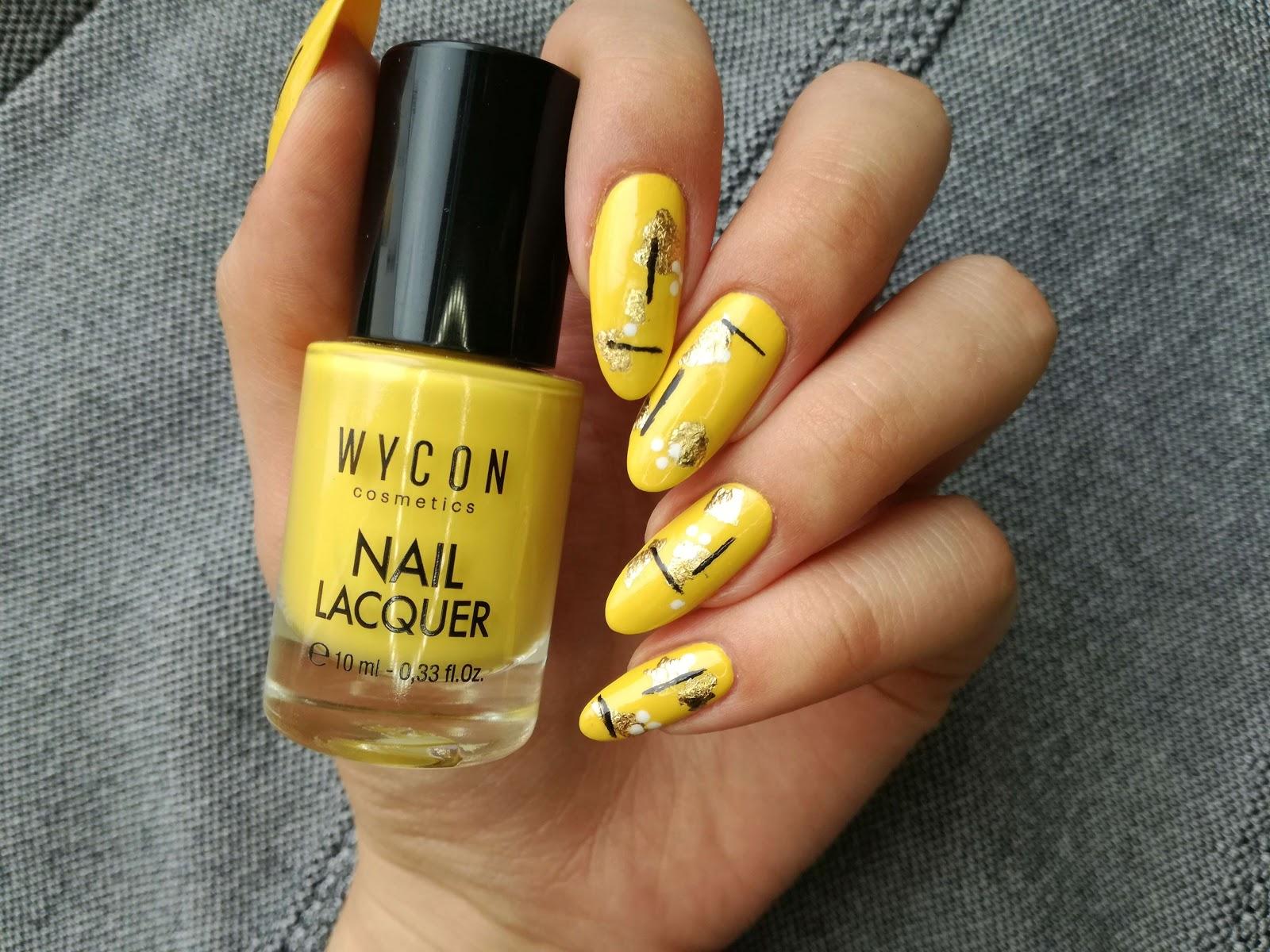żółte paznokcie we wzorki
