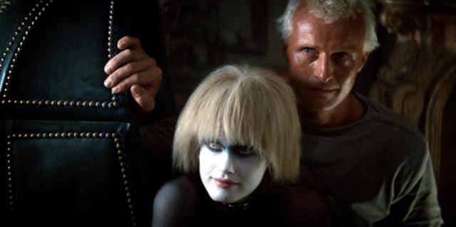 Daryl Hannah şi Rutger Hauer în filmul original Blade Runner