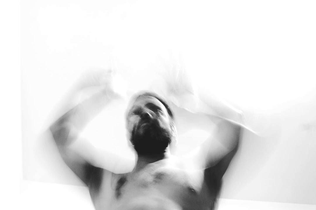 D E S C O M P O R, by Thiago Gadelha ft Luciano Aguiar.