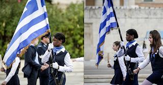 Έκλεψε τα βλέμματα μαύρη καλλονή σημαιοφόρος στη μαθητική παρέλαση της Αθήνας