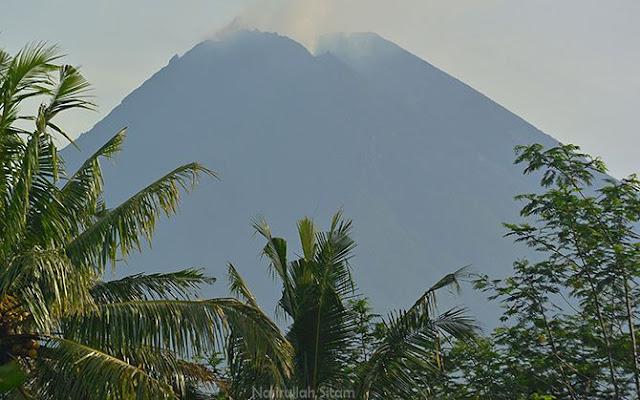 Puncak Gunung Merapi Terlihat Cerah kala pagi
