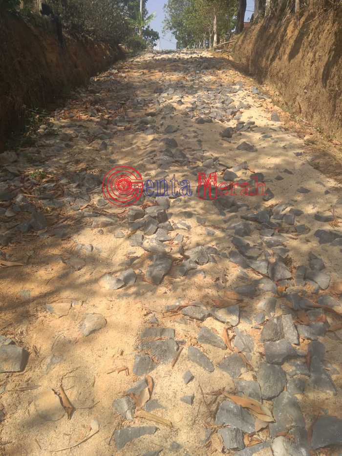 Pekerjaan Onderlaq Kampung Sri Katon Lamteng Diduga Dikerjakan Asal Jadi, Kakam Keruk Keuntungan