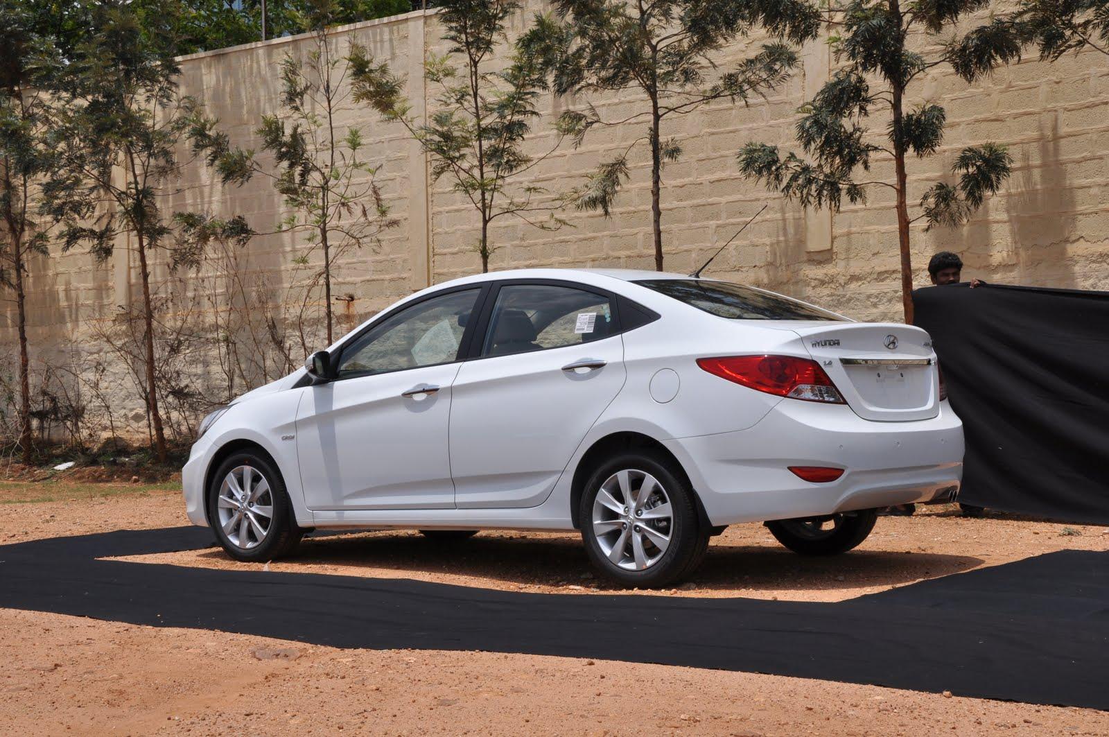 Latest Bikes Cars Price Review Testride Latest Hyundai Verna 2011