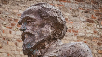 Teori Marxisme dalam Sastra