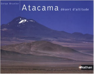 En 192 pages et plus de 200 photographies, dont six images panoramiques de très grand format à couper le souffle, voici le désert des superlatifs, le plus haut, le plus aride, le plus hostile, l'un des lieux les plus étranges de la planète : l'Atacama, désert des déserts.