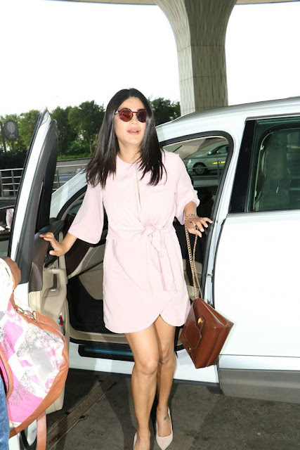 Shruti Haasan Stills In Light Pink Dress At Airport