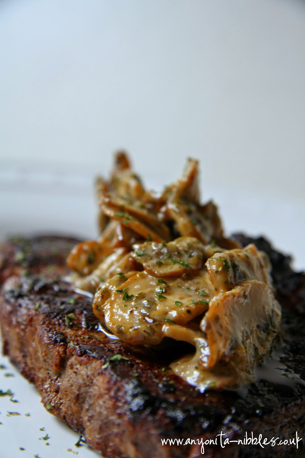 Perfectly cooked #sirloin with creamy #mushroom #duxelle #glutenfreerecipe from Anyonita Nibbles