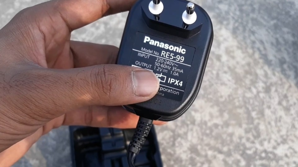 Charger of this Panasonic ER207WK trimmer.