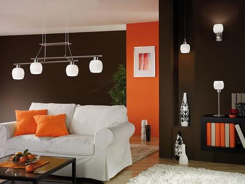Imbiancare casa idee colori pareti il marrone scuro e i for Divano rosso abbinamenti