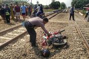 Seorang Pengendara Motor Meninggal Tertabrak Kereta Api di purwasari