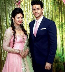 Foto Divyanka Tripathi dan Vivek Dahiya Bertunangan