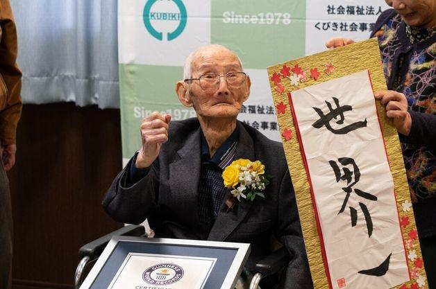 L'uomo più anziano del mondo muore 13 giorni dopo essere stato inserito nel Guinness