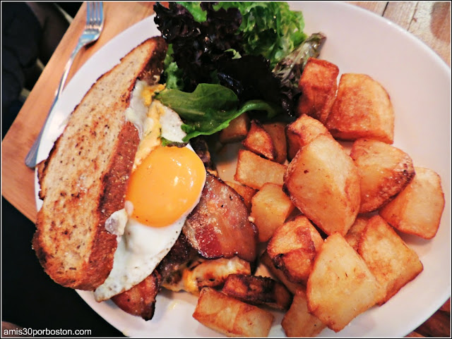 Brunch del Puritans & Company: Beef Patty Melt $16