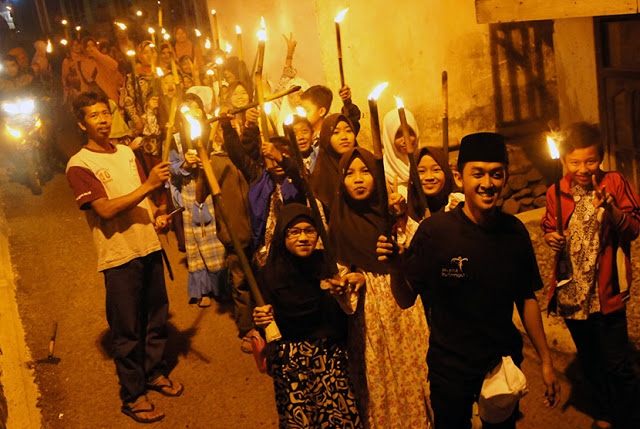 Lihat Anak-anak Muslim Pawai Obor Sambut Ramadan, Anggun C Sasmi: Ini Bibit Radikalisme