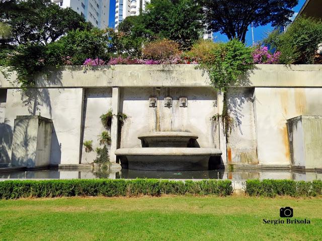 Vista ampla de uma das Fontes do Mirante 9 de Julho - Bela Vista - São Paulo
