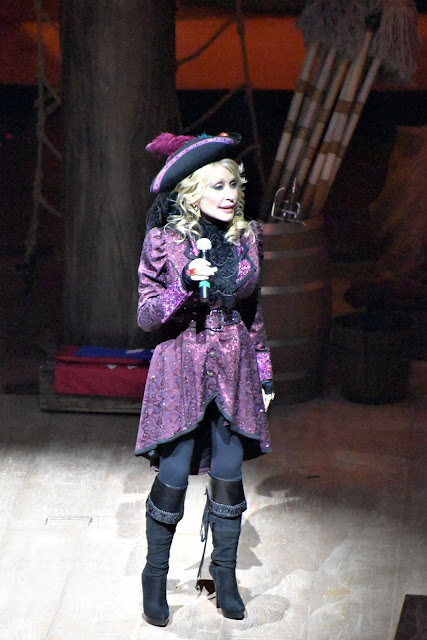 Video: Pirates Voyage Dinner and Show Celebrates Grand Opening with Dolly Parton
