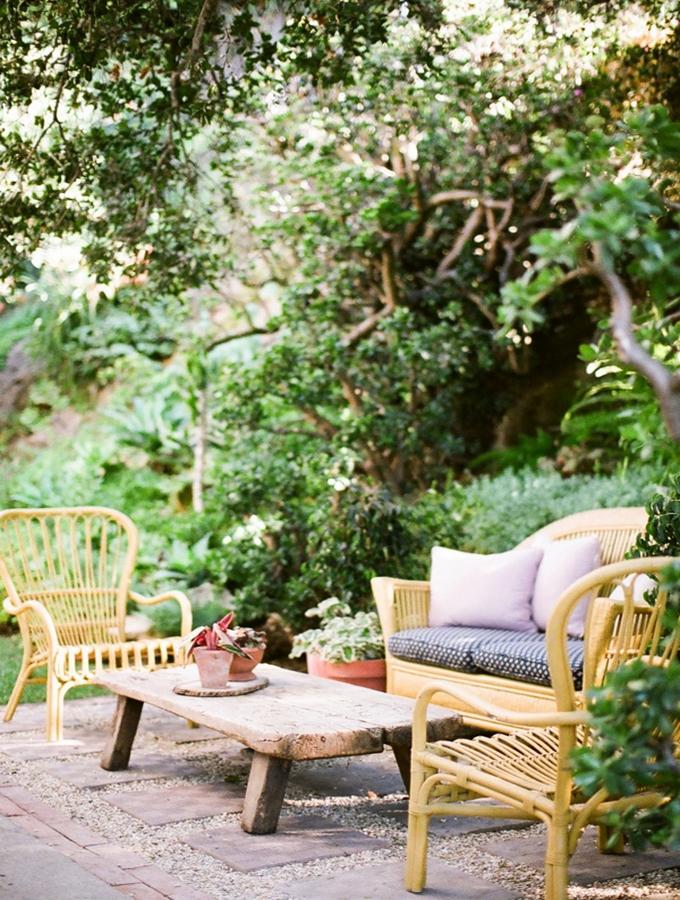 lovely deco un petit salon de jardin en rotin. Black Bedroom Furniture Sets. Home Design Ideas