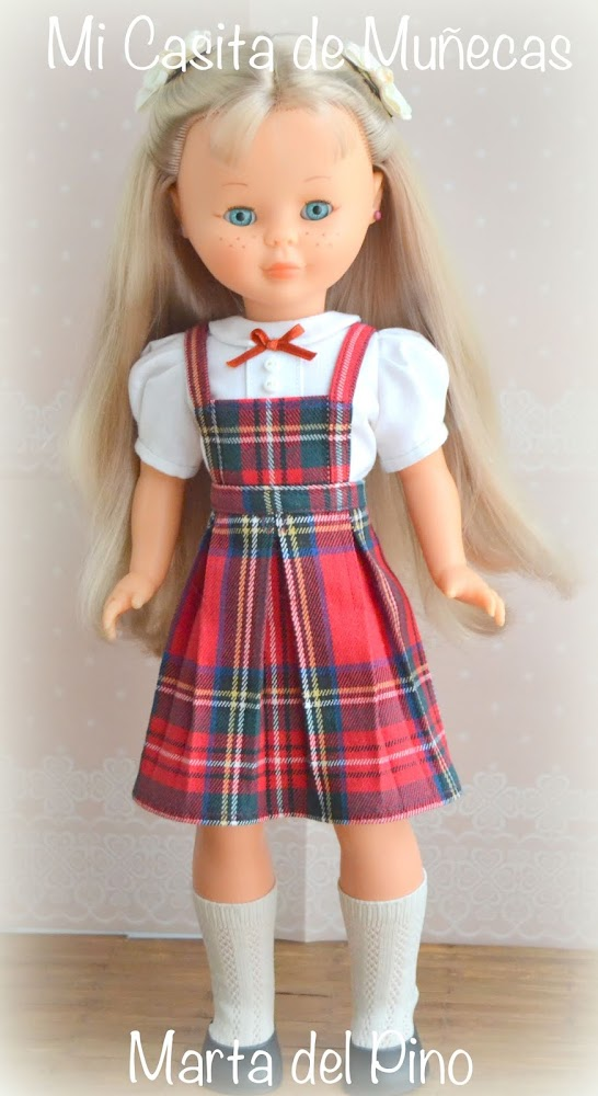 vestido de colegiala para Nancy, hecho a mano, vestidos por encargo, Nancy de Famosa, Marta del Pino