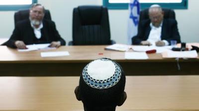 El máximo Tribunal israelí accedió hoy a reconocer las conversiones no ortodoxas al Judaísmo realizadas parcialmente en Israel por los rabinos de la corriente conservadora y reformista. Será el comienzo de una nueva era para la Ley de Retorno, el derecho de familia y los servicios religiosos.