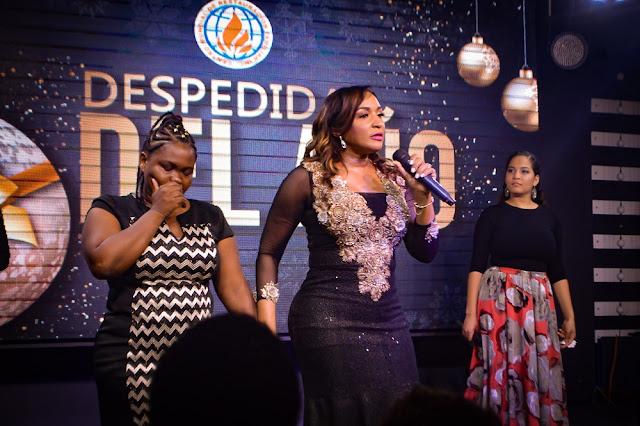 Pastora Nancy Amancio en acto religioso de fin de año