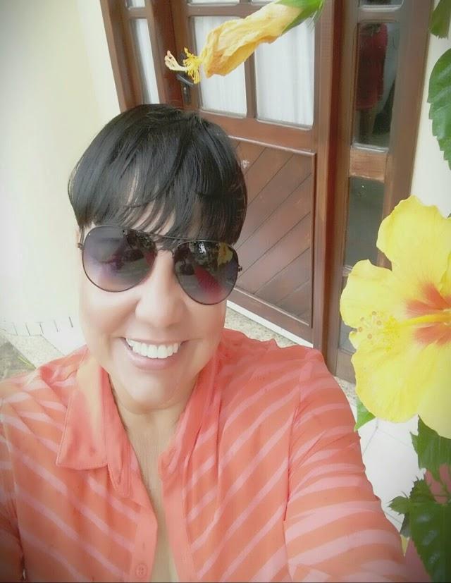 Professora de Eunápolis diagnosticada com câncer de mama faz apelo emocionado por cirurgia