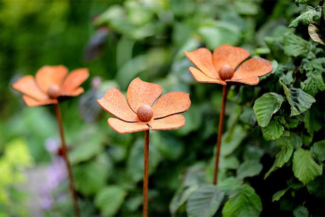 Biżuteria ogrodowa, czyli udekoruj z nami rabaty kwiatowe