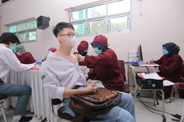 BIN Kaltim dan TNI Polri Balikpapan Gelar Vaksinasi di SMKN 2 dan SMAN 2 Balikpapan