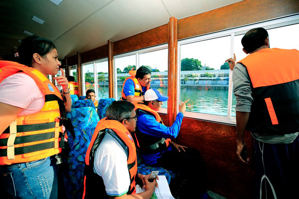 To Ease Traffic,Passenger A/C Boats in Colombo fort union place 4