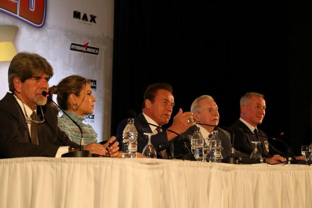 Arnold Schwarzenegger participa de coletiva de imprensa ao lado de seus sócios. Foto: Divulgação